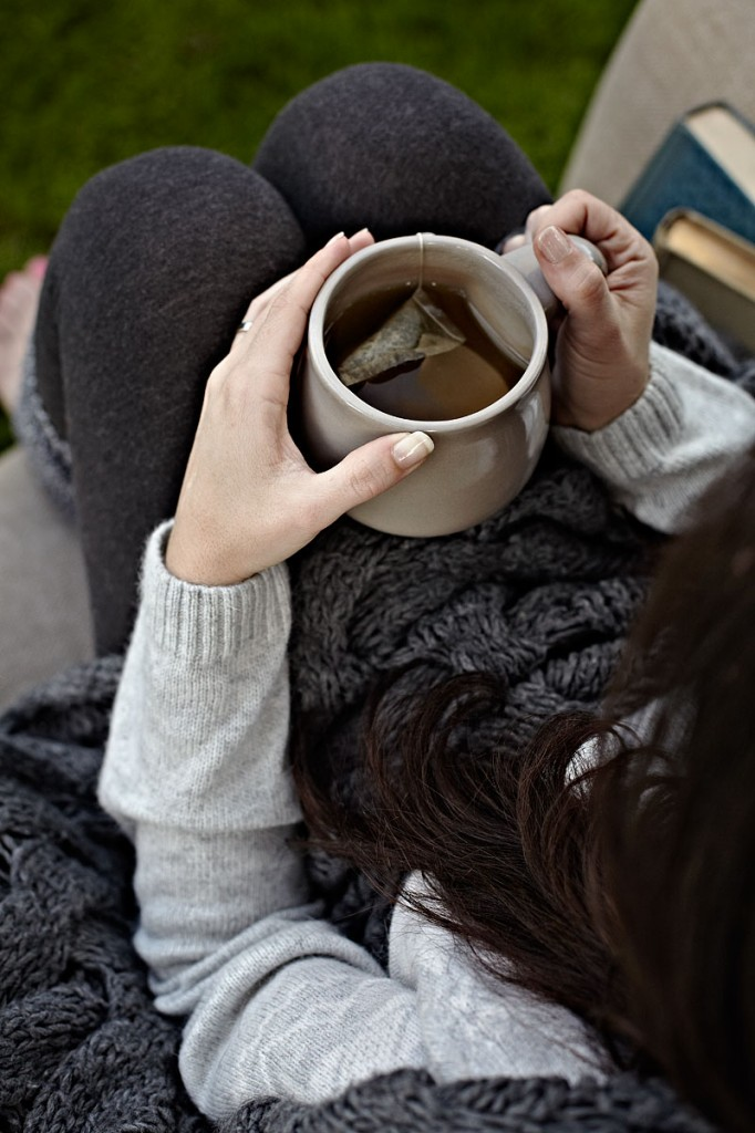 tea, drinking tea, young woman, relaxation, outside, dusk, solitude, lifestyle photography, crystal cartier, los angeles